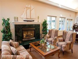 Fairwinds Lodge - Sarnia, ON - Lounge with Fireplace