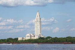The LA (Louisiana) state capitol building sitting on the banks of the Mississippi River
