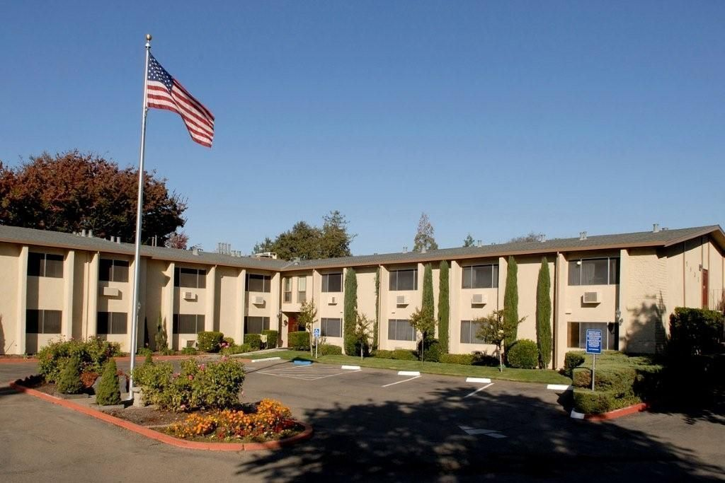 auburn-oaks-senior-living-exterior